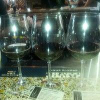Das Foto wurde bei Harvest Seasonal Grill & Wine Bar von Steve G. am 8/27/2013 aufgenommen