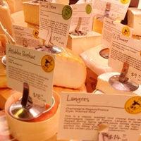 Foto scattata a Antonelli's Cheese Shop da Larry L. il 4/2/2013