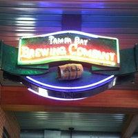 รูปภาพถ่ายที่ Tampa Bay Brewing Company โดย Becky R. เมื่อ 2/25/2013