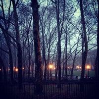 12/10/2012 tarihinde Chris P.ziyaretçi tarafından Cadman Plaza Park'de çekilen fotoğraf
