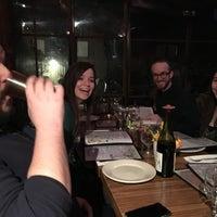 Foto tomada en Olive Vine Café por Chris P. el 3/13/2016