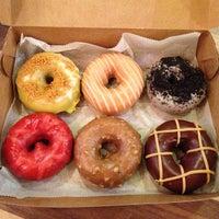 Foto tomada en Federal Donuts por Tina W. el 7/8/2013