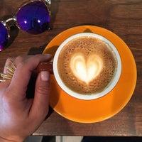 Foto scattata a Cafe Grumpy da Tina W. il 7/29/2015