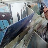 Foto tirada no(a) Discos Revolution por Stfy V. em 10/30/2012
