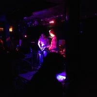 Foto tirada no(a) Stone Pub por Luanna C. em 11/2/2012