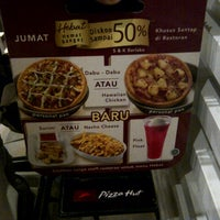 Photo taken at Pizza Hut by D'ReaL of K. on 9/10/2015