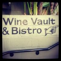Das Foto wurde bei Wine Vault & Bistro von *dca* am 4/28/2013 aufgenommen
