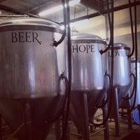 Foto tomada en Monkish Brewing Co. por Bennett K. el 7/7/2013