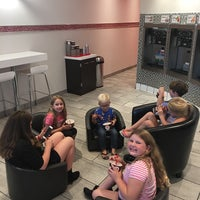 Photo taken at Red Mango by Penny H. on 10/5/2017