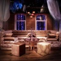4/15/2013 tarihinde Murat T.ziyaretçi tarafından Al Fakheer Shisha Lounge'de çekilen fotoğraf