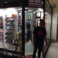 Photo taken at 041 Skate Shop by Iverson F. on 2/24/2014