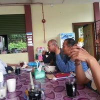 Photo taken at Rumah Makan Bangunan Federal Beaufort by Noresam I. on 8/15/2014