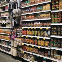 Снимок сделан в Whole Foods Market пользователем GalwayGirl 12/5/2017