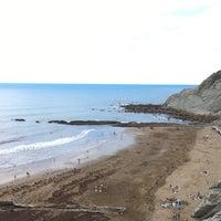 Photo taken at Itzurun | San Telmo Beach by Borja on 7/3/2017