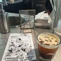 Foto scattata a La Marzocco Cafe da Joey B. il 6/6/2016