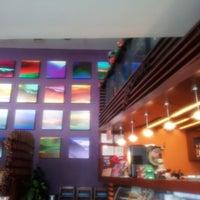Foto tomada en Alexander Coffee por Ninoska D. el 12/15/2012