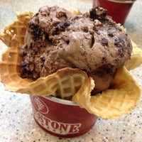 Photo taken at Cold Stone Creamery by Summaiyah H. on 6/28/2014
