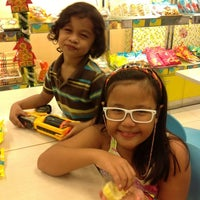 Photo taken at Goldilocks by re y. on 12/16/2012