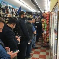 Foto scattata a Puerto Rico Food and Liquors da Zig il 12/1/2017