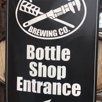 รูปภาพถ่ายที่ The Dojo (Pipeworks Bottle Shop) โดย Zig เมื่อ 8/20/2017
