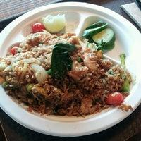 Foto scattata a J&T Thai Street Food da Jim N. il 2/19/2013