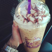 Photo taken at The Coffee Bean & Tea Leaf by Karina J. on 12/17/2012