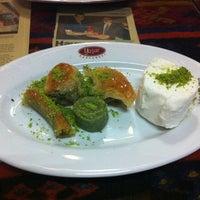 10/28/2012 tarihinde Kenan M.ziyaretçi tarafından Yaşar Pastanesi'de çekilen fotoğraf
