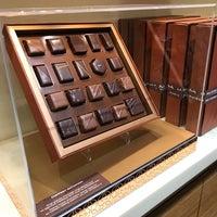 รูปภาพถ่ายที่ La Maison du Chocolat โดย Dr. Ahmad เมื่อ 9/20/2017