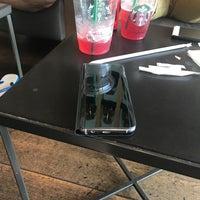 Photo prise au Starbucks par Herman R. le8/27/2017