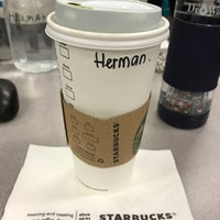 Photo prise au Starbucks par Herman R. le2/25/2017