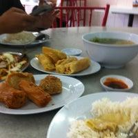 Photo taken at Restoran Home Town Yong Tow Foo by mattblacqkk on 9/14/2013