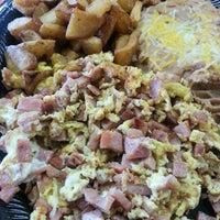 Снимок сделан в Cotija's Taco Shop пользователем Jorge G. 12/7/2012