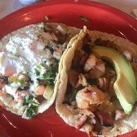 Foto scattata a Georgee's Baja Grill da Kimberlee K. Heinsohn Henao H. il 11/10/2017