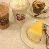 Photo taken at The Coffee Bean & Tea Leaf by Sp on 11/30/2014