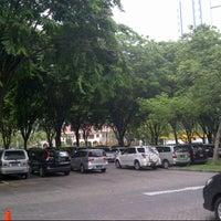 Photo taken at DPR (Dibawah Pohon Rindang) by Yusuf H. on 11/29/2014