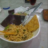 Photo taken at Bakso Malang Karapitan (BMK) by AyangRe H. on 4/24/2013