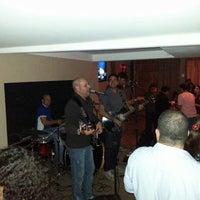 Photo taken at Atol Music Bar by Luiz Henrique B. on 8/3/2013