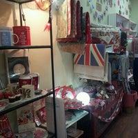 Foto tomada en Nest Boutique por Andrea d. el 11/30/2012