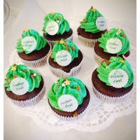 Photo taken at WOLKES Cupcakes @ Elli and friends by Wolke on 12/16/2013