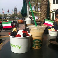 Photo taken at Starbucks by ℳя•ᎦĿiЙǤ_965 🇰🇼 on 2/22/2013