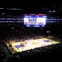 Foto tomada en STAPLES Center VIP SUITES  por Pink Money CEO el 3/23/2013
