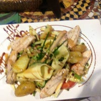 Photo taken at Raconte-Moi des Salades by Alexandre R. on 8/21/2013