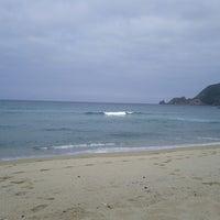 Photo taken at Praia Mar de fóra by Ismael L. on 7/21/2013
