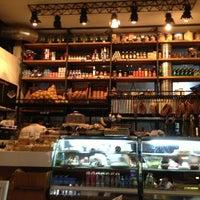 Photo prise au Caffé Toscano par Karla M. le5/20/2013
