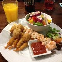 Снимок сделан в Xananas Restaurant пользователем Bowy A. 11/9/2012