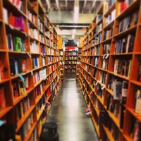 Photo prise au Powell's City of Books par andrew m. le4/21/2013