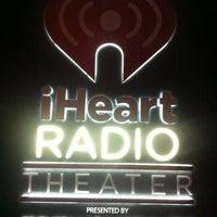 10/4/2012 tarihinde Foster H.ziyaretçi tarafından iHeartRadio Theater'de çekilen fotoğraf