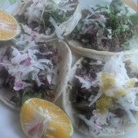 Photo taken at Tacos De Muerte Lenta by Luis H. on 8/7/2013