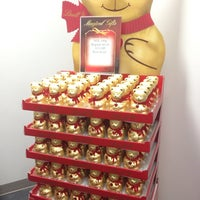 Photo taken at Lindt Chocolate by edisonv 😜 on 12/28/2013