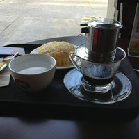 Photo taken at Highlands Coffee by Ricky S. on 7/26/2013